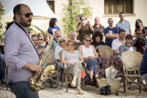 Gli Alpafima suonano al raduno fan siciliani dei Pink Floyd