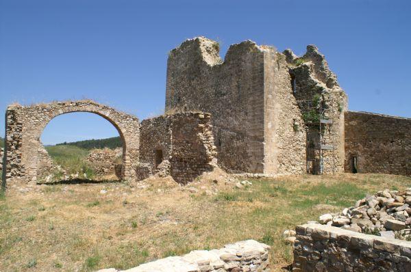Castello di Resuttano. Vista ravvicinata lato Ovest
