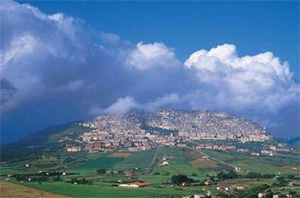 vista panoramica di Gangi, comune situato al centro della sicilia