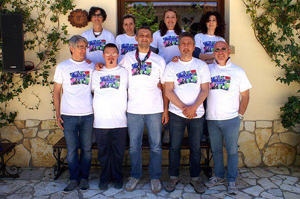 Lo staff del Casale di Emma per il primo raduno dei fan siciliani dei Pink Floyd