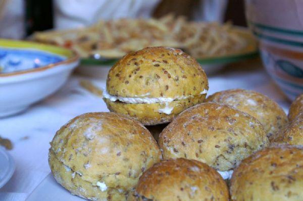 La Muffoletta siciliana con ricotta e miele