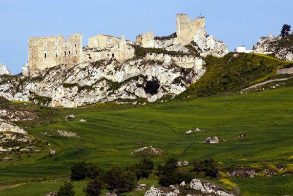 Ruderi architettonici del castello di Pietraperzia