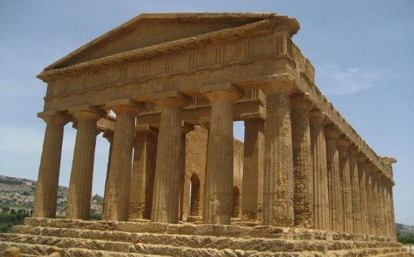 Il ruolo egemone e la grandezza di Agrigento (antica Akragas) testimoniati dal maestoso tempio della Concordia
